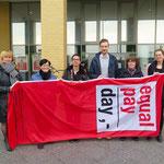 17. März: Bürgermeisterin Dagmar Pohle (Linke) hisst vor dem Rathaus die Equal-Pay-Day-Flagge. Sie und andere Akteure machen damit auf eine große Ungerechtigkeit aufmerksam: den Einkommensunterschied zwischen Männern und Frauen. Der liegt bei 21 Prozent.