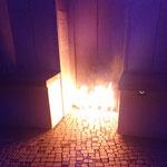 17. Oktober: Die Vandalismus-Welle im Kienbergpark ebbt nicht ab. Am Aufzug des Aussichtsbauwerks Wolkenhain legen Unbekannte ein Feuer. Durch die Flammen und den Ruß entsteht erheblicher Sachschaden. © Grün Berlin GmbH