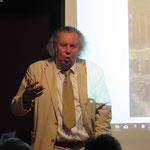 12. Oktober: Beim Tag der Regional- und Heimatgeschichte dreht sich thematisch diesmal alles um den 675. Jahrestag der ersten urkundlichen Erwähnung von Mahlsdorf im Januar 1345. Durch die Veranstaltung führt Prof. Dr. Wolf R. Eisentraut (Foto).