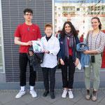"""17. April: Junge Aktivist*innen der """"Fridays for Future""""-Bewegung aus dem Bezirk besuchen Petra Pau. Gesprochen wird über die Forderungen der jungen Leute, übers Schuleschwänzen und darüber, wie der Bezirk für mehr Klimaschutz sorgen kann."""