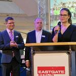 Uwe Heß, Vorstandsvorsitzender des MHWK, Marzahn-Hellersdorfs stellvertretender Bezirksbürgermeister Thomas Braun (AfD) und Centermanagerin Vivien Wilmers begrüßten die Gäste (v. l. n. r.).