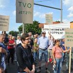"""24. Mai: Unter dem Motto """"Nein zum Verkehrsinfarkt in Mahlsdorf/Kaulsdorf/Biesdorf"""" startet der VDGN eine Protestaktion. Ab 17 Uhr wird gemeinsam mit Anwohner*innen der Hultschiner Damm auf Höhe der Kohlisstraße blockiert. © pressefoto-uhlemann.de"""