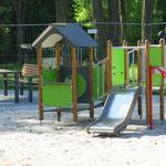 Mai: Der Spielplatz in der Bausdorfstraße in Kaulsdorf ist fertig saniert. Entstanden sind für 215.000 Euro unter anderem zwei altersgerechte Spiellandschaften für Drei- bis Fünfjährige.
