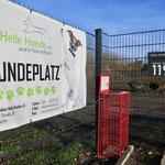 """15. Juni: Die neue Hundeauslauffläche in der Riesaer Straße 119 wird an den Verein """"Helle Hunde"""" übergeben."""