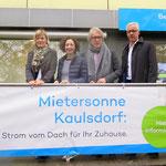 """16. Oktober: Im Teterower Ring wird in Anwesenheit von Berlins Energiesenatorin Ramona Pop (Grüne) und Finanzsenator Matthias Kollatz (SPD) das Ökostrom-Projekt """"Mietersonne Kaulsdorf"""" vorgestellt."""