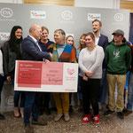 18. Dezember: Zum wiederholten Mal unterstützt die C&A-Stiftung den gemeinnützigen Hellersdorfer Verein Kids & Co mit einer stolzen Summe. Diesmal darf Kids-&Co-Chefin Steffi Märker einen Spendenscheck in Höhe von 100.000 Euro entgegennehmen.