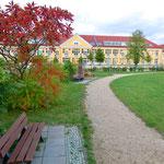 2. März: Berlin meldet nach der ersten nachweislich mit dem neuartigen Sars-CoV-2-Virus infizierten Person zwei weitere Fälle. Einer der Patienten ist ein Lehrer aus Marzahn-Hellersdorf. Er wird zunächst im Klinikum Kaulsdorf isoliert und behandelt.