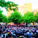 7. Juni: Tolle Atmosphäre beim Classic Open Air in Helle Mitte: Auf dem Fritz-Lang-Platz begeisterten diesmal der Chor und das Orchester des Melanchthon-Gymnasiums gemeinsam mit vielen weiteren Künstler*innen das Publikum.