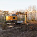 Der Blindgänger war bei Bauarbeiten auf dem Gelände des alten Guts Hellersdorf zum Vorschein gekommen. Etwa 13.000 Menschen mussten für die Entschärfung evakuiert werden.