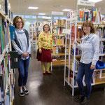 """9. November: Die Bibliothek Kaulsdorf-Nord öffnet am neuen Standort im Einkaufszentrum """"Forum Kienberg"""". Der Umzug der Bücherei mit 35.000 Medien vom Cecilienplatz ins Gelbe Viertel war wegen eines Wohnungsbauprojekts erforderlich geworden."""
