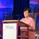 Marzahn-Hellersdorfs Rathauschefin Dagmar Pohle blickt in ihrer Rede auf die wechselvolle Geschichte des Bezirks zurück.
