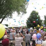 Die Kleingartenanlage Dahlwitzer Straße in Mahlsdorf feiert im August 40-jähriges Bestehen. Nach dem offiziellen Teil mit politischem Frühschoppen, Ansprachen und Ehrungen steigt in der Kolonie eine große Party.