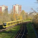 4. Dezember: Die neue U5 fährt ab sofort von Hönow bis zum Hauptbahnhof – ganz ohne Umsteigen. Anlässlich des Lückenschlusses zwischen dem Brandenburger Tor und dem Alexanderplatz hat der Bezirk der Untergrundbahn eine Ausstellung gewidmet.