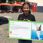 """22. Juni: Mit dem Bild eines Wals, in dessen Magen sich Unmengen an Plastikmüll tummeln, belegt eine Schülerin der Mozart-Schule, die zehnjährige Aliya, beim berlinweiten Plakatwettbewerb der Initiative """"wirBerlin"""" den zweiten Platz."""