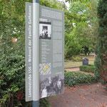 Am Friedhof Mahlsdorf (Eingang Lemkestraße) wird eine Gedenktafel eingeweiht. Sie erinnert an das Schicksal der von den Nationalsozialisten ermordeten jüdischen Eheleute Otto und Charlotte Guthmann sowie ihrer fünf Kinder.