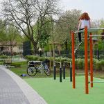 23. April: Der Bezirk teilt mit, dass die Runderneuerung des Spielplatzes Am Moosbruch abgeschlossen ist. Für 542.000 Euro wurde die Anlage umfangreich saniert und zu einem Treffpunkt für alle Generationen entwickelt.