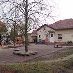 2. Oktober: Der Kindergarten in der Kaulsdorfer Landréstraße 9 wird 70 Jahre alt. Es steigt eine große Geburtstagsparty, zu der auch viele Ehemalige kommen.