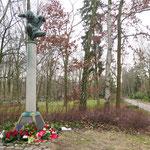 """25. Januar: Beim """"Stillen Gedenken"""" für die Opfer des Nationalsozialismus auf dem Parkfriedhof lösen die Auseinandersetzungen zwischen Links und Rechts einen Polizeieinsatz aus. Streitthema ist seit Jahren schon die Teilnahme der AfD an der Veranstaltung."""