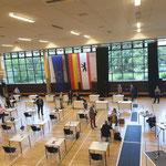 28. Mai: Das erste Mal seit drei Monaten tagt die Bezirksverordnetenversammlung wieder – verkürzt und mit Abstand in der Frauensporthalle im Freizeitforum Marzahn.