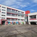 30. Januar: Weil ein Gebäude dringend saniert werden muss, sollen die siebten bis zehnten Klassen der Mozart-Gemeinschaftsschule ab dem Sommer an der neuen Mahlsdorfer Oberschule unterrichtet werden ...