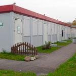 11. November: Der Bezirk teilt mit, dass die Flüchtlingsunterkunft in der Dingolfinger Straße in Biesdorf planmäßig leergezogen und geschlossen worden ist. Die Wohncontainer, auch Tempohomes genannt, beherbergten zuletzt 178 Menschen.