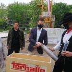 4. Mai: Grundsteinlegung für eine der ersten Berliner Schnellbau-Kitas aus Holz am Kummerower Ring. Für über sieben Millionen Euro entsteht ein zweistöckiges Gebäude mit 136 Plätzen.