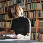 September: Die Peter-Weiss-Bibliothek in der Hellersdorfer Promenade wird 30 Jahre alt. In der alternativen Bücherei hat es seit der Eröffnung mehr als 450 Veranstaltungen gegeben.