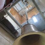 Viele Jahrzehnte war es still in ihrem Turm. Im Juni bekommt die Krankenhauskirche im Wuhlgarten (Brebacher Weg) endlich wieder eine Glocke. Eingeweiht wird das Schmuckstück im Rahmen eines ökumenischen Gottesdienstes.