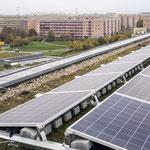 18. November: Die Alice-Salomon-Hochschule deckt künftig einen Teil ihres Strombedarfs mit Photovoltaik. Dafür haben die Berliner Stadtwerke auf dem Dach der Bildungseinrichtung eine 97 Kilowatt starke Solaranlage installiert. © Mathias Voelzke