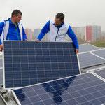 Damit Tausende Berlinovo-Mieter künftig Ökostrom vom eigenen Dach beziehen können, werden 100 Häuser mit Solaranlagen ausgestattet. Möglich macht das eine Kooperation zwischen der landeseigenen Wohnungsbaugesellschaft und den Berliner Stadtwerken.