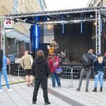 """5. September: Zum 12. Mal wird im Bezirk """"Schöner leben ohne Nazis"""" gefeiert. Das Demokratiefest auf dem Alice-Salomon-Platz bildet auch den Auftakt für die """"Interkulturellen Tage""""."""