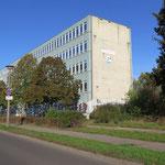 12. November: Bezirk und Senat können sich auf den Bau einer vierzügigen Grundschule an der Elsenstraße einigen. Zuvor hatte es wegen möglicher Geruchsbelästigungen durch ALBA monatelang Streit um die Eignung des Grundstücks als Schulstandort gegeben.