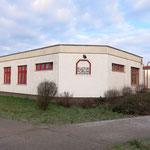Früher als geplant beginnt die Sanierung des maroden Kulturforums Hellersdorf (Carola-Neher-Straße 1). In die Ertüchtigung des Flachbaus fließen 2,2 Millionen Euro aus dem Stadtumbau-Programm. Im Herbst 2019 soll das Haus wieder bespielt werden können.