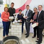 15. Juli: Auf dem Gelände des Klinikums Kaulsdorf (Myslowitzer Straße 45) wird der Grundstein für ein modernes Altenpflegeheim gelegt. Das 27-Millionen-Euro-Projekt soll Mitte 2021 fertiggestellt werden.