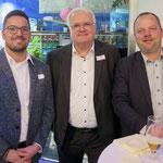 Dario Fank und Klaus Schönberger (beide 3B Dienstleistung Deutschland GmbH), Stefan Komoß, Bezirksbürgermeister a. D.