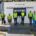 3. Juni: In Marzahn wird das neue Heizkraftwerk von Vattenfall feierlich in Betrieb genommen. Im Verbund mit dem Heizkraftwerk Klingenberg bildet die Gas- und Dampfturbinenanlage das Rückgrat der Wärmeversorgung im Osten Berlins.
