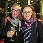 Karin Scheel, künstlerische Leiterin von Schloss Biesdorf, mit BVG-Chefin Sigrid Nikutta