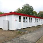 12. September: Die temporäre Flüchtlingsunterkunft in der Zossener Straße ist wie angekündigt geräumt worden. Ein Großteil der über 200 Bewohner konnte in bestehende Unterkünfte im Bezirk umziehen. Die Container machen Platz für neue Wohnungen.