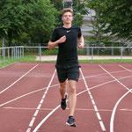 4. September: Friedrich Rumpf vom VfL Fortuna Marzahn holt bei den Deutschen Leichtathletik-Meisterschaften der U18/20 über 200 und 400 Meter Silber.