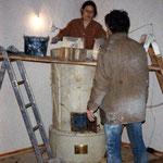 Neuaufsetzen eines historischen Ofens (Wildon / Graz), 1981