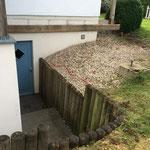 Neubau einer Terasse mit Außendusche; vor Baubeginn