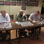 """Am Ende spielen nur noch zwei: Die beiden """"Bowling-Schachratten"""" Ralf und Olaf"""
