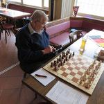 ....Hans (macht noch schnell einen Zug bei Chessmail!), ....
