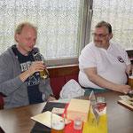 Spitzenspieler Ralf fachsimpelt mit BFL-ML (2. Mannschaft) Thomas.