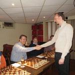 """Skakehand mit Uwe - Präsident des OSC Berlin und Abteilungsleiter Tischtennis. TT ist ja quasi """"Highspeed-Schach""""!"""