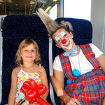 Überraschung in der S-Bahn: Clownin Popolina fährt mit. Nina freute sich sehr :o)