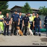 Prima della partenza : la Protezione Civile Area Dalmine/Zingonia, la Croce Rossa presente all'esercitazione, Francesco Centenaro con Kyra e Luca Donghi con Iron.