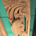 本殿の飾り彫刻・鯉の滝のぼり