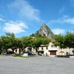 in Laragne mit Blick auf die umliegenden Berge