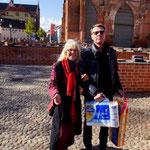 Dieter mit Anna, unserer Stadtführerin